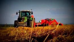 Żniwa 2013 w Olszanach - orka pod pszenice i talerzowanie