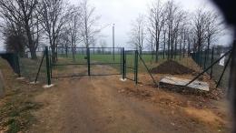 Nowe ogrodzenie boiska!-1